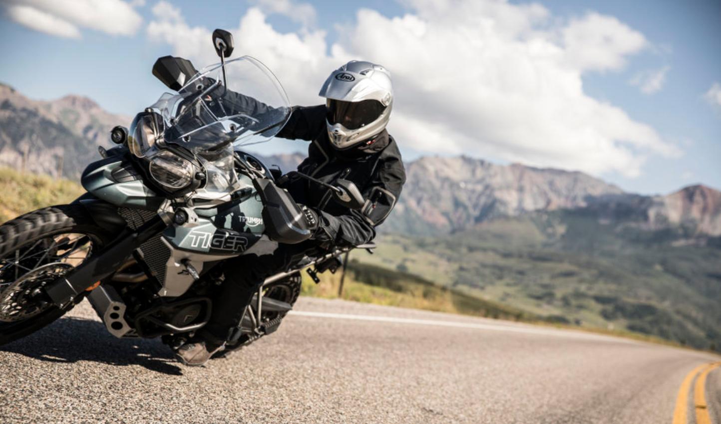 """Triumph Tiger 800 XCx é Eleita A Moto Do Ano Na Categoria """"Big Trail"""""""