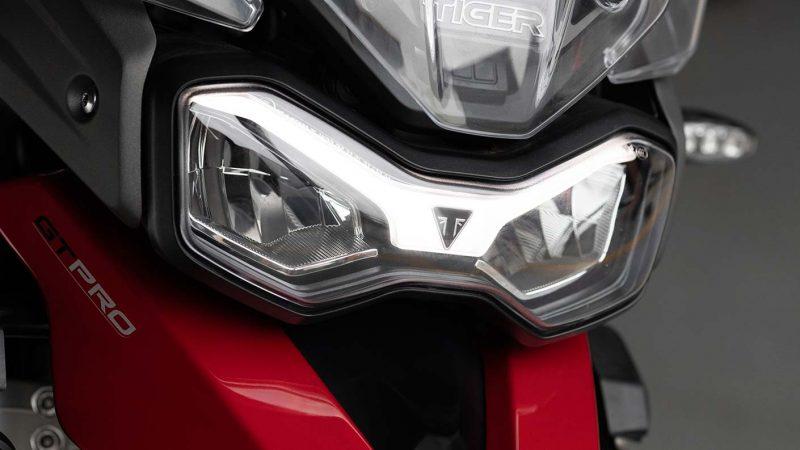 tiger-900-gt-pro-detail-20MY-AZ4I0403-AB-1-GT-Lighting-stepcarousel_1410x793