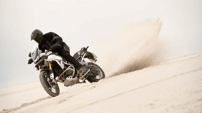 tiger-900-rally-pro-20MY-AZ4I8073-AB-1-rally-gallery-lifestyle2_1410x793