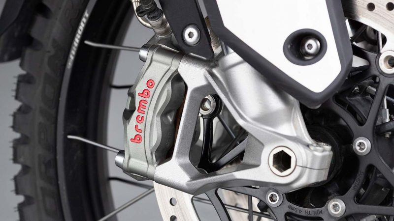 tiger-900-rally-pro-detail-20MY-AZ4I0603-AB-1-Rally-brakes-stepcarousel_1410x793