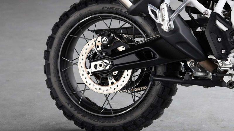 tiger-900-rally-pro-detail-20MY-AZ4I0740-AB-1-Rally-Tyres-stepcarousel_1410x793