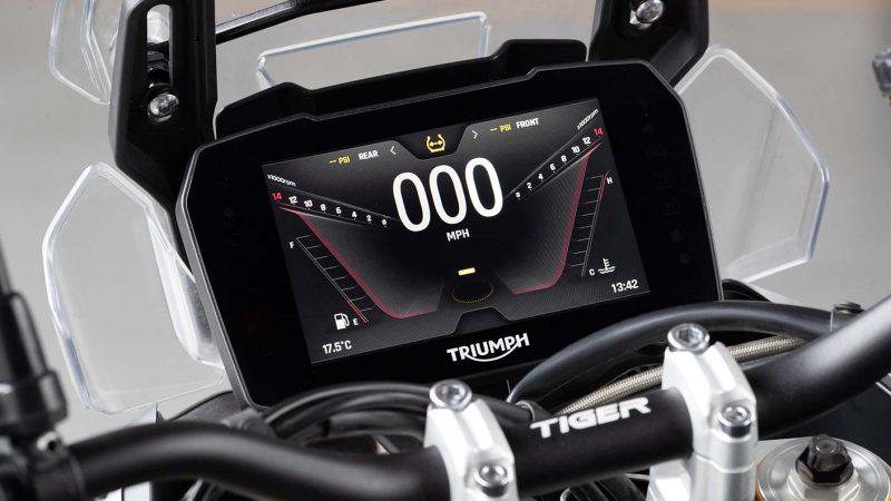tiger-900-rally-pro-detail-20MY-AZ4I0783-AB-1-Rally-TFT-stepcarousel_1410x793